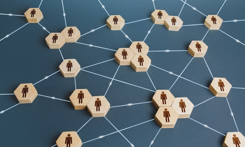 Network of interconntected pieces with person icons on them.